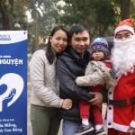 Gia Hiếu chụp với bố mẹ dịp gần giáng sinh