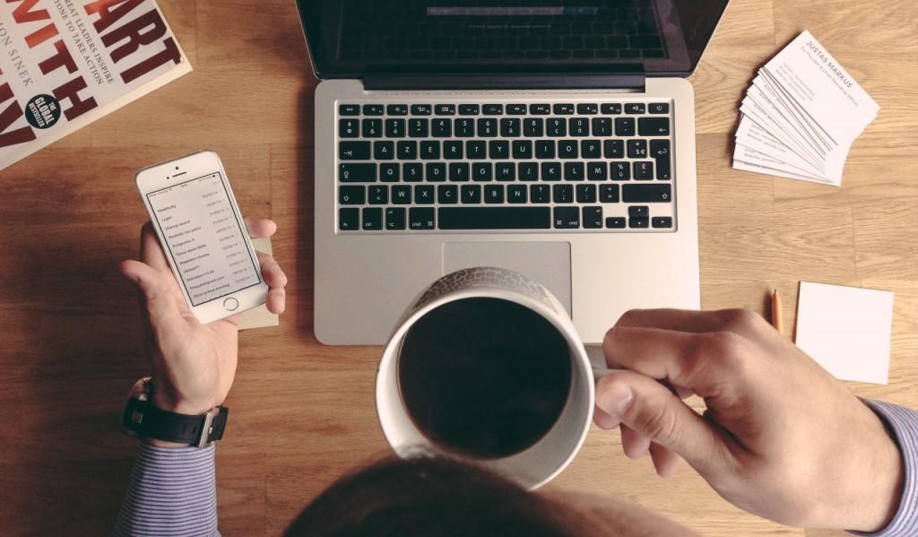 Vì sao email marketing vẫn là công cụ hỗ trợ đắc lực cho công việc kinh doanh? Vì nó vẫn là công cụ rẻ tiền và hiệu quả nhất để tiếp cận với khách hàng tiềm năng